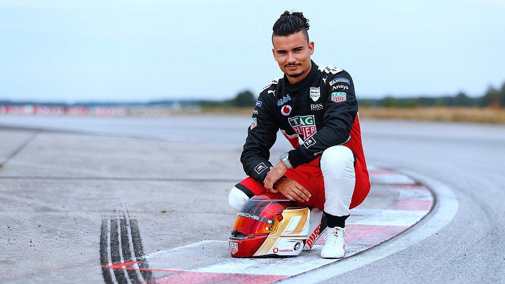 Formula E車手Pascal Wehrlein將在魏薩的測試賽道上駕駛 9...