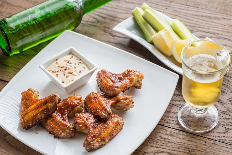 雞翅是許多人喜愛的料理。 示意圖/ingimage