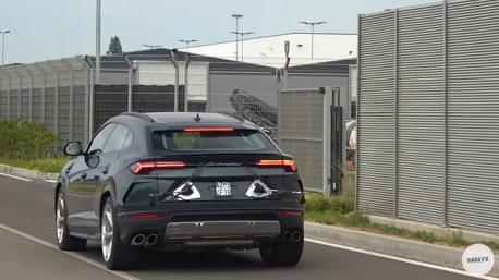 影/小改款Lamborghini Urus無偽裝露出 車尾竟黏著兩條謎狀物?