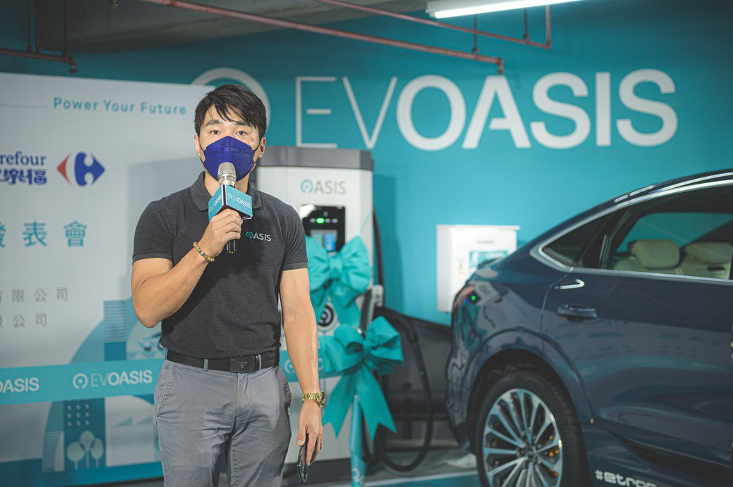 EVOASIS品牌總監鄭旭捷致詞,宣告了EVOASIS至2025年的拓點目標,要...