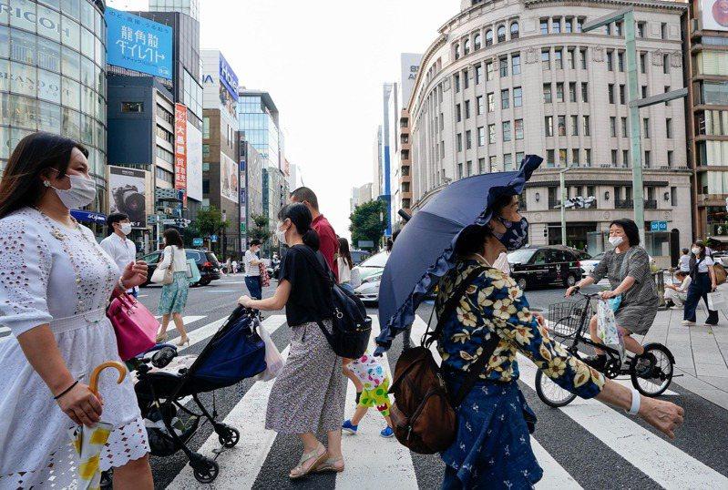 日本宣布,入境者如完整接種AZ、BNT及莫德納疫苗,可縮短檢疫天數。 圖/歐新社