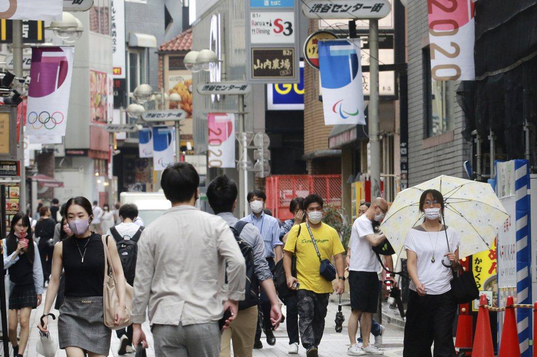 朝日新聞引述匿名日本官員報導,日本政府正在做最後的安排,準備在月底取消所有地區的...