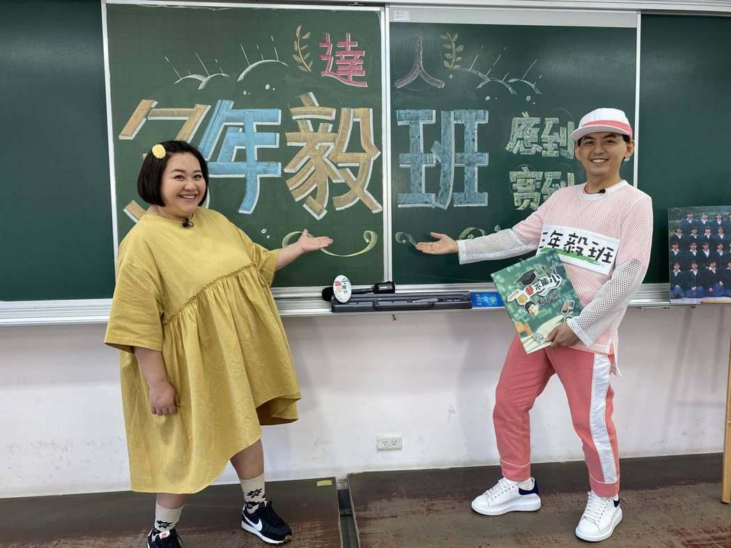 鍾欣凌(左)重返達人女中,同學會中不斷哭了又笑,笑了又哭。圖/一個都不能少粉專