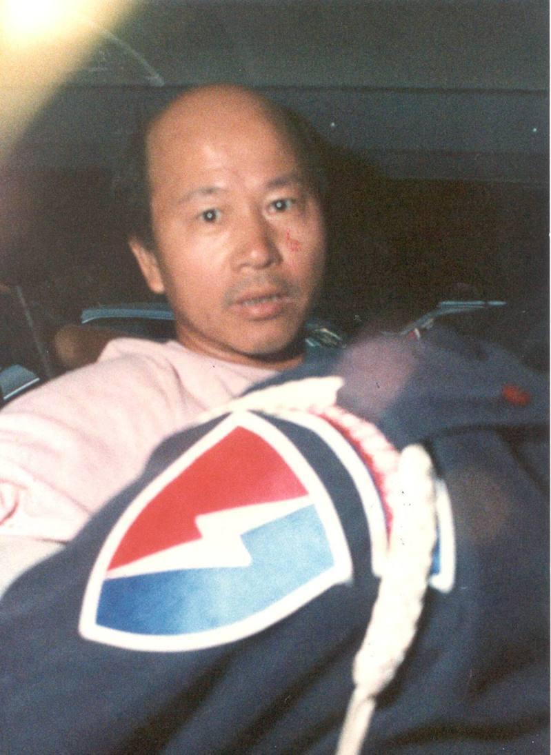 許信良1989年在警方戒備下被押往看守所。圖/聯合報系資料照片