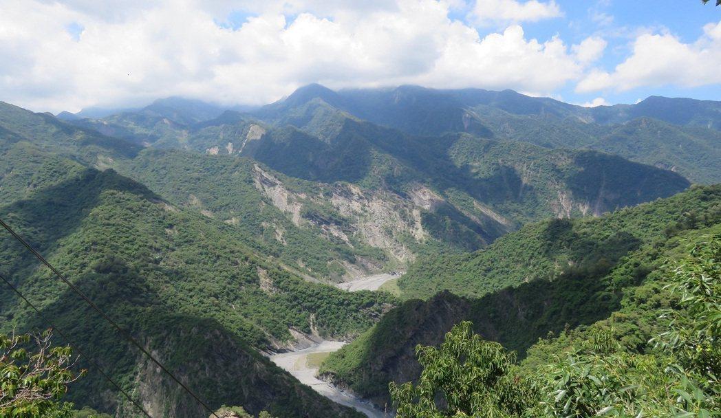 雄獅推出原民主題行程,安排走訪魯凱族霧台神山部落,帶旅客體驗與平地截然不同的自然...