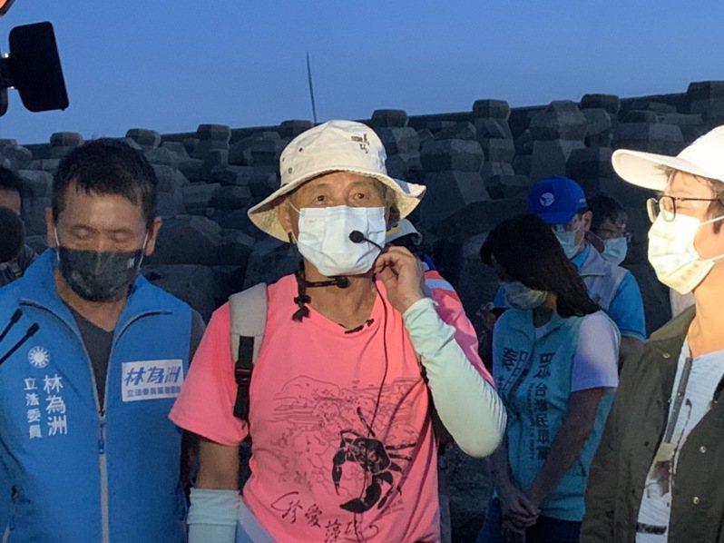 珍愛藻礁公投領銜人潘忠政表示,藻礁本來就是大家要一同保護的,歡迎所有朋友加入,不分色彩的,至於後續會不會和國民黨有合作,會再看看。記者翁唯真/攝影