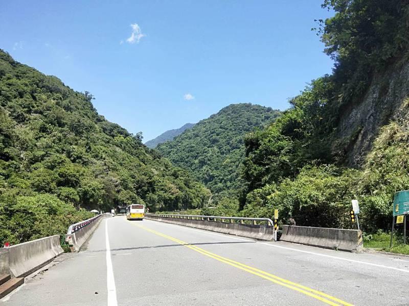台東東富公路今年6月嚴重崩塌,已決定從登仙橋打通隧道到泰源,目前正在寫計畫爭取經費。記者施鴻基/攝影