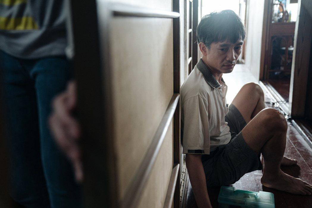 安原良首度入圍金鐘,在「光的孩子」中,將真實人生融入表演。圖/客家電視提供