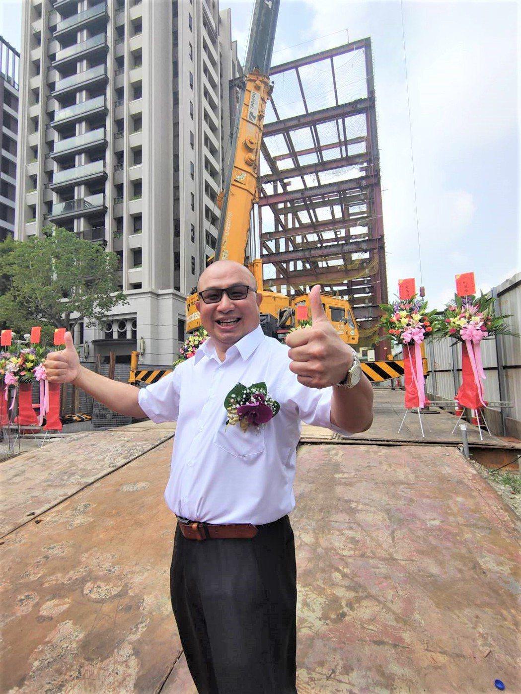 「TEA TOP第一味」董事長楊國珍說,他在台中市有80家分店,受惠台中的滋養,...
