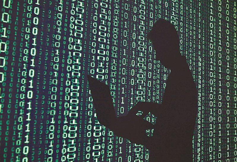 網路普及化,連帶也讓網路攻擊成為常態,企業付出的掃毒成本及支付勒索病毒贖金節節升高,市調機構預估到2030年恐達10兆美元之多。此為示意圖。路透