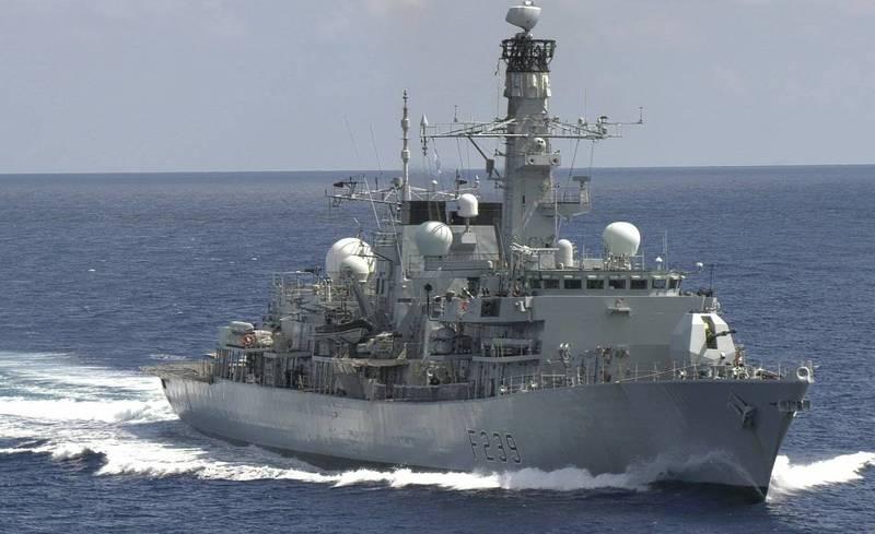 英國皇家海軍里契蒙號(HMS Richmond)27日通過台灣海峽。環球網