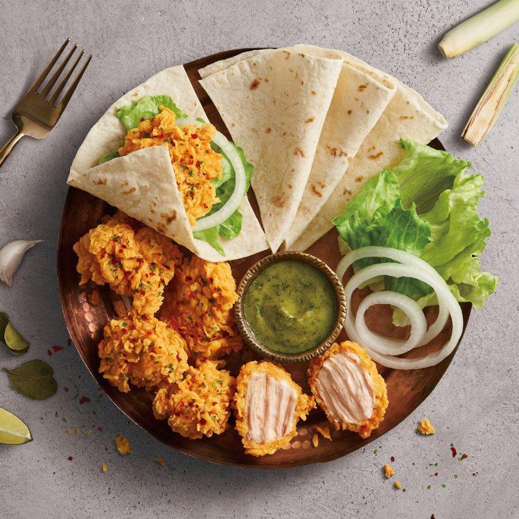 「綠咖哩無骨脆雞自捲餅」內含咔啦脆雞腿塊、綠咖哩醬汁、洋蔥、萵苣片、墨西哥餅皮等...