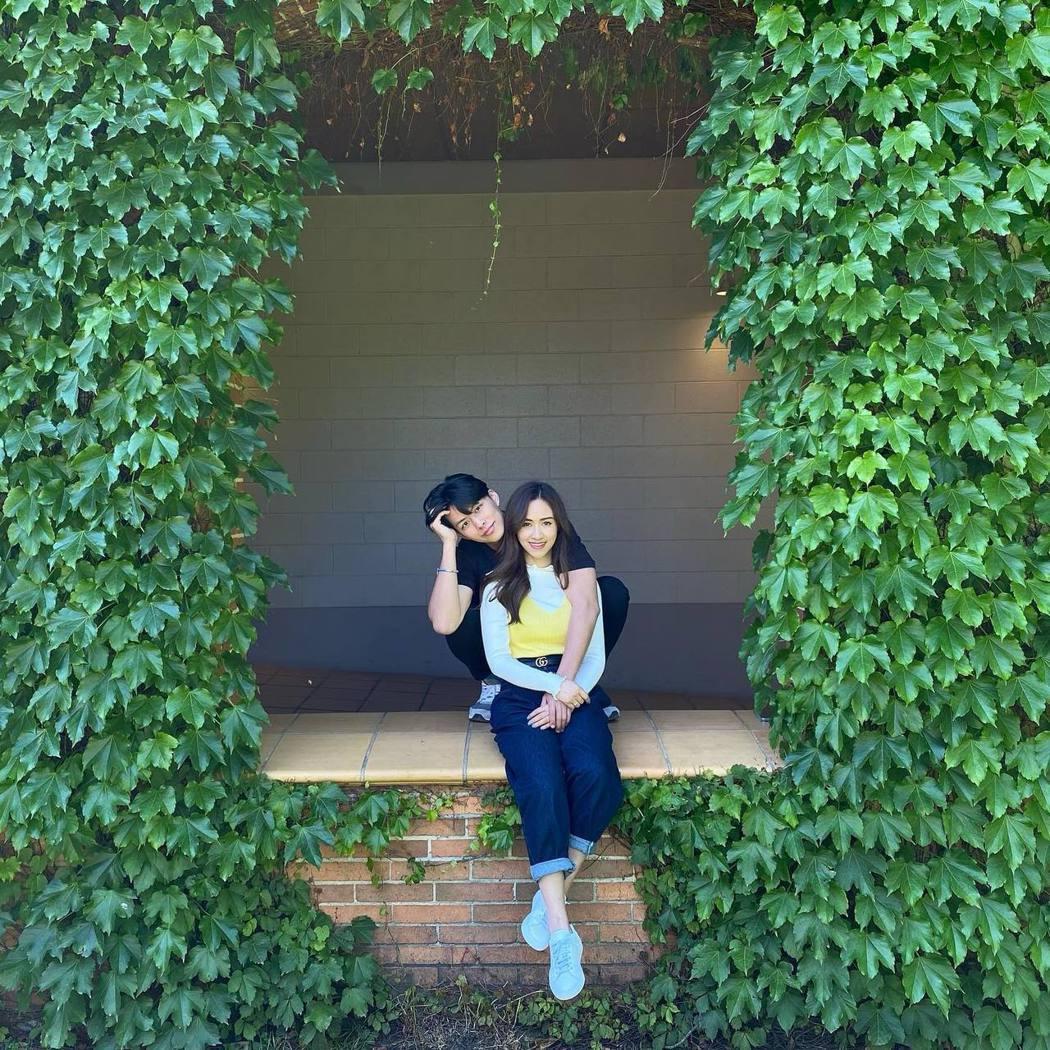 吳姍儒(右)難得和準老公公開放閃。圖/摘自臉書