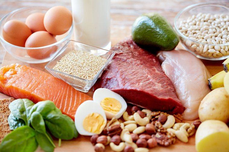 飲食必須均衡攝取,蛋白質、醣類及脂肪缺一不可。圖╱123RF