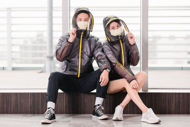 長榮防護夾克2.0的可拆式面罩可防飛沫噴濺,抗霧能力也升級,提供高規格防護。圖/長榮航空提供