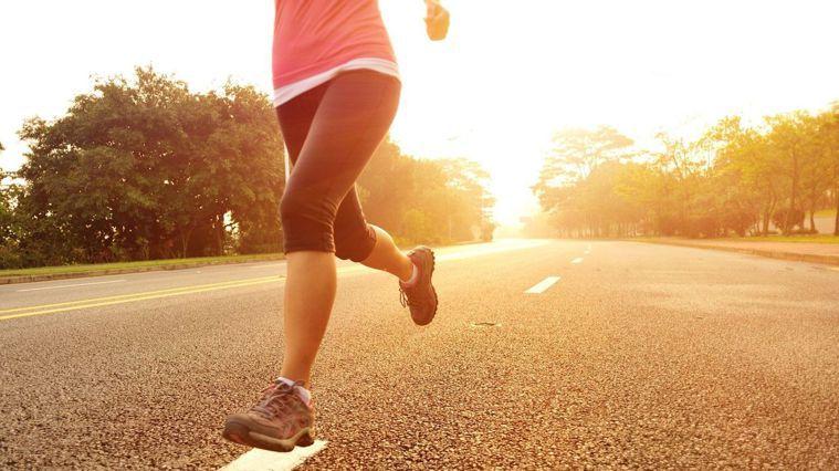 5種錯誤跑步姿勢 當心膝蓋受傷!(圖/Canva)