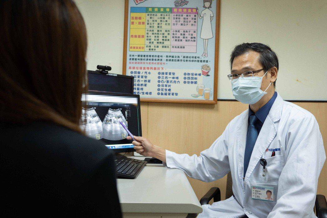 光田綜合醫院腎臟內科主任王家良表示,多囊腎為遺傳性疾病,初期沒有明顯症狀,有家族...