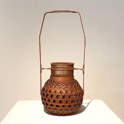 涂素英作品「層次」以細緻竹篾多層次一體成形編織。 中原大學/提供