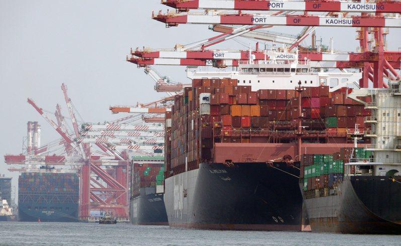 圖為高雄港貨櫃輪作業情況。記者劉學聖攝影/報系資料照