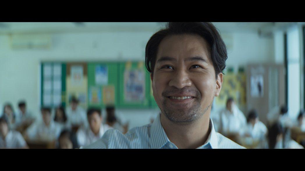 演員黃健瑋表示這次演繹的老師,是自己一直想要遇到的老師,比較調皮、比較不會擺出大...
