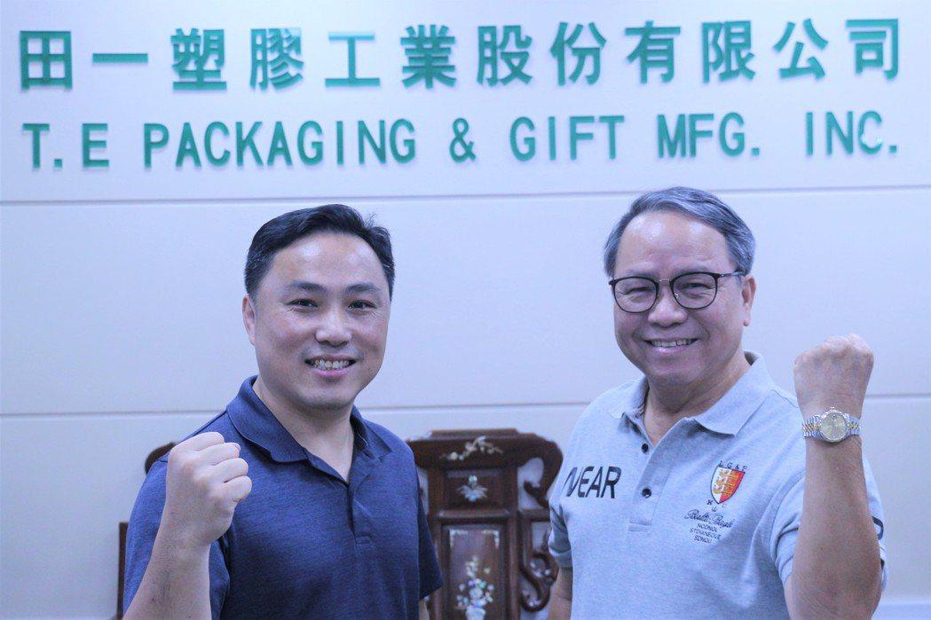 第一代董事長陳祺祥(右)與第二代陳佳樑(左)。 聯經數位卓建源/攝影