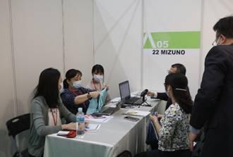 業者與日本品牌代理商實體洽談。紡拓會/提供