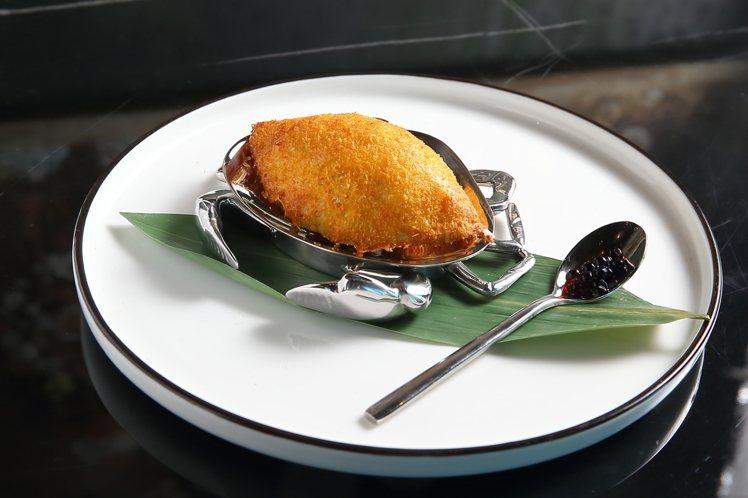 焗釀鮮蟹蓋,並以巴薩米克醋珠增添酸鮮明亮感,每份580元。記者陳睿中/攝影