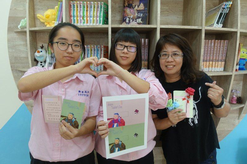 學生精心設計教師節卡片,親手送給老師。圖/報系資料照