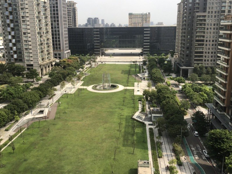 台中市即日起開放公園綠地相關設施。記者陳秋雲/攝影