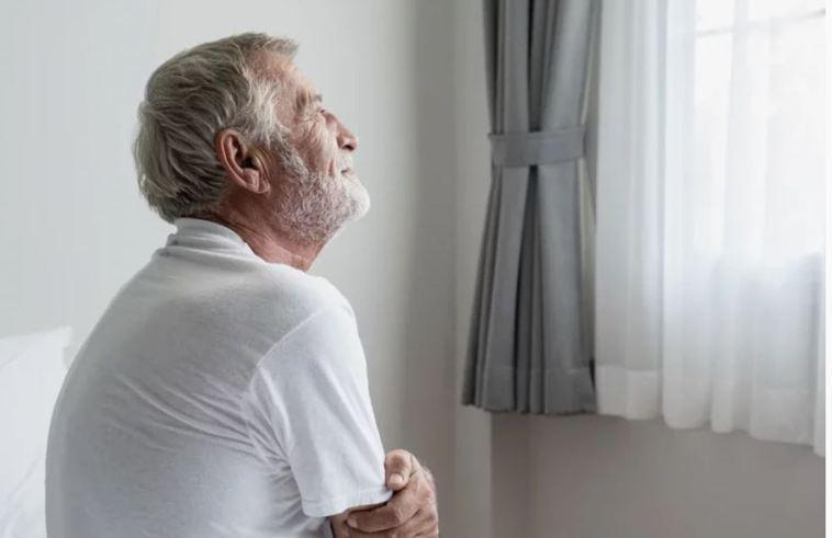 同齡的年長者相較,感到孤獨者的平均壽命,比起未感孤獨者,最多少活了5年之久。圖片...