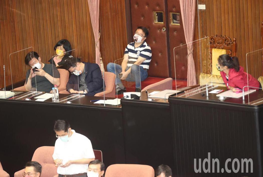 因對行政院長蘇貞昌3+11專案報告內容不滿,立法院國民黨團力阻蘇完成新會期施政報...