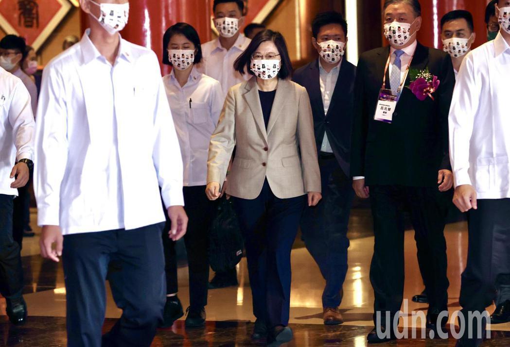 蔡英文總統出席在台北圓山飯店舉行的「世界台灣商會聯合總會第27屆年會暨第3次理監...