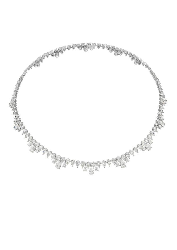 Green Carpet系列項鍊,18K道德金白金鑲嵌43克拉梨形鑽石,所有鑽石...