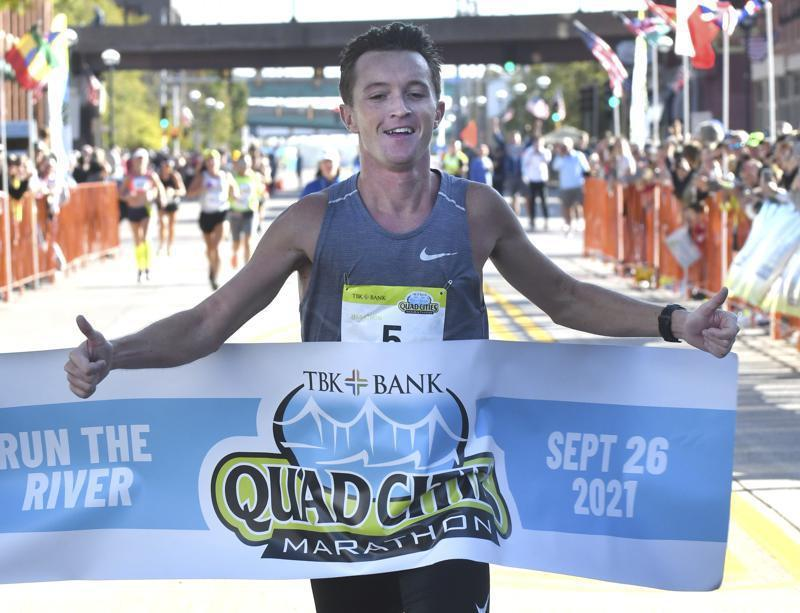 美國伊利諾伊州一名男子出人意料地贏得本週末的四城市馬拉松,只因原本有2名遙遙領先...