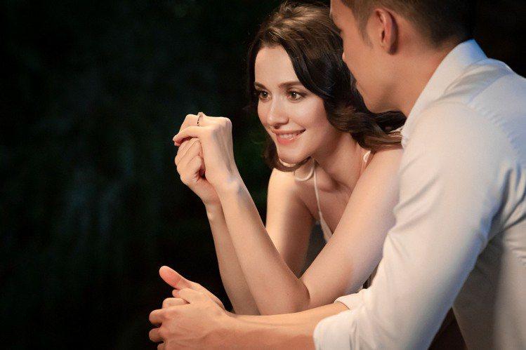 瑞莎與先生兩人同心互相支持,瑞莎在愛與支持之下,有了更多的力量追求自己的夢想,而...
