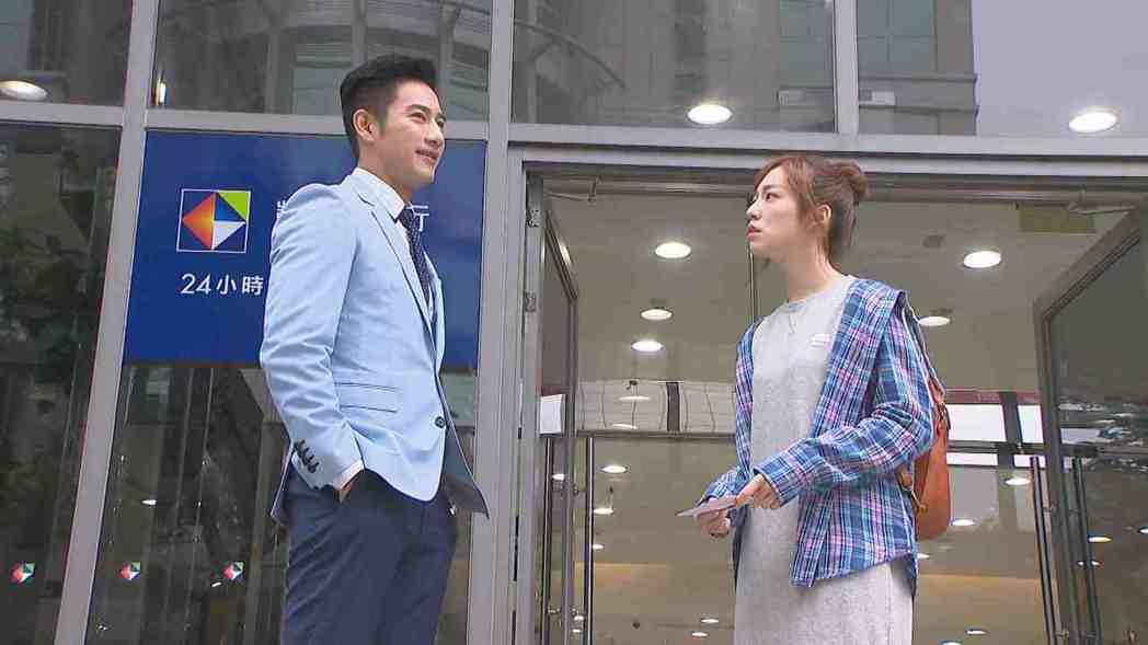 陳天仁(右)與周孝安因戲結緣結婚。圖/中視提供