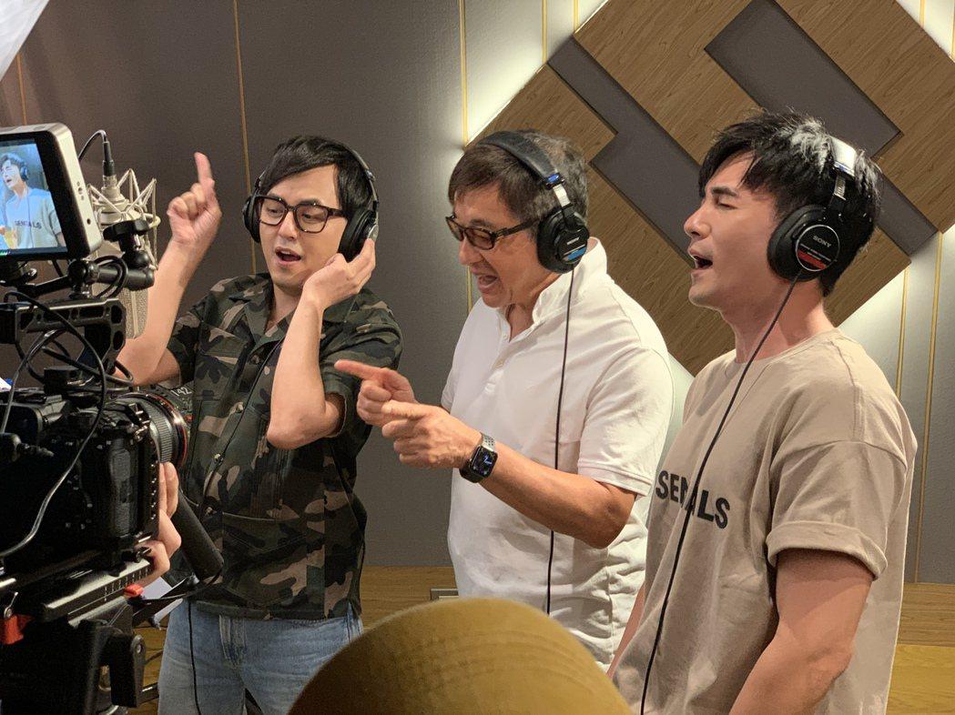 黃子佼(左起)、李濤、是元介合作「謝謝老師2021加零版」一曲。圖/關懷台灣文教