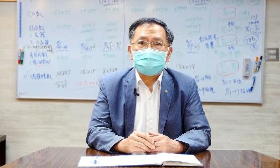 台北市副市長蔡炳坤今表示,北市府接到中央通知,因中央第三期BNT疫苗將延遲到10...