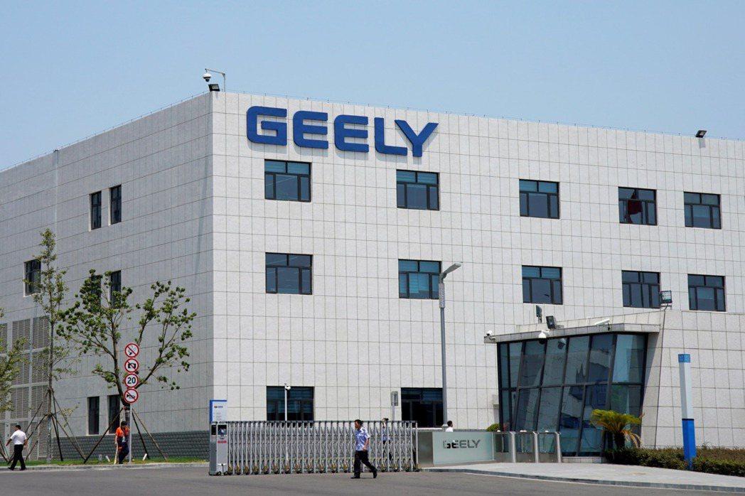 大陸車企吉利控股集團董事長李書福成立新公司進軍手機業。路透