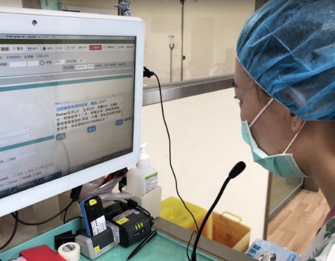 華碩攜手秀傳發表護理表單語音辨識系統。華碩提供