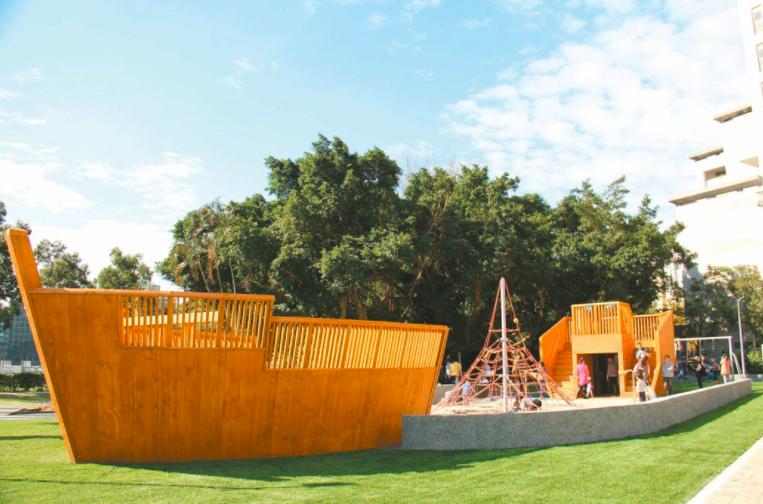 許多家長更盼台北市公園內的兒童遊戲遊具能儘速開放,不僅透過民代、也打1999電話陳情,台北市公園處長黃淑如今天在議會表示,北市府已經決定,台北市從10月1日起,開放公園內的兒童遊戲場。圖/北市府提供(資料照片)