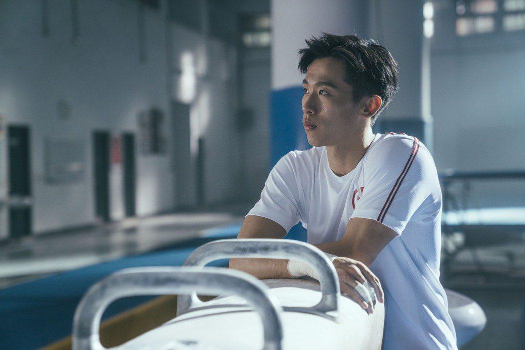華南銀行攜手鞍馬王子李智凱(見圖)推出新形象廣告。圖/華南銀行提供