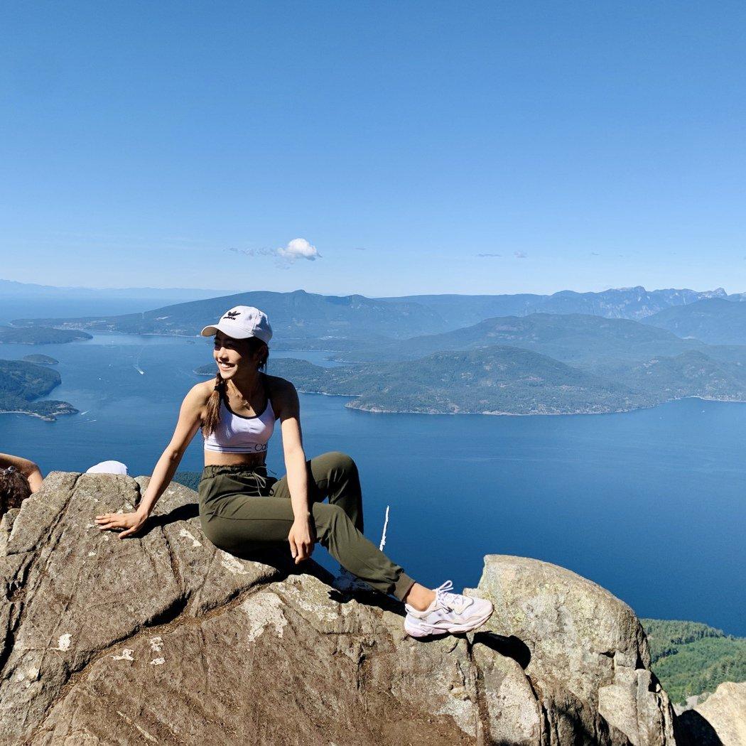 蔡佩軒回到加拿大放假,盡情享受戶外,打趣每天運動超標。圖/索尼音樂提供