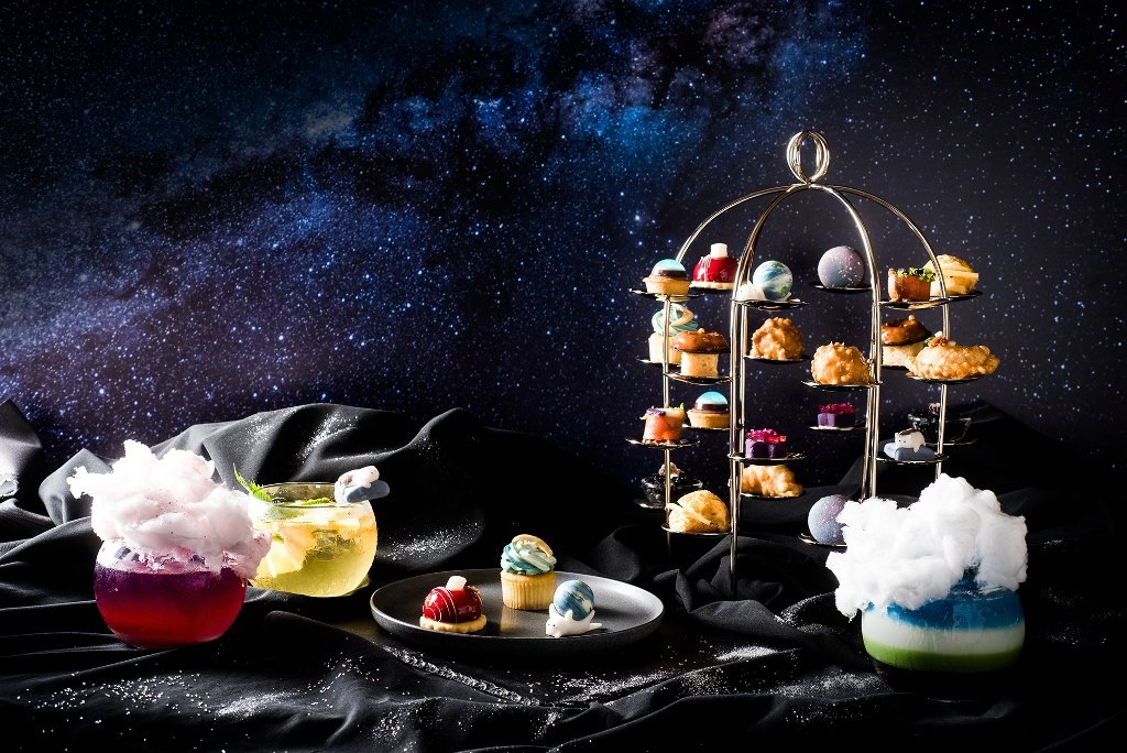 台北六福萬怡酒店The Lounge大廳酒吧將整座銀河端上桌,自10月2日起至明...