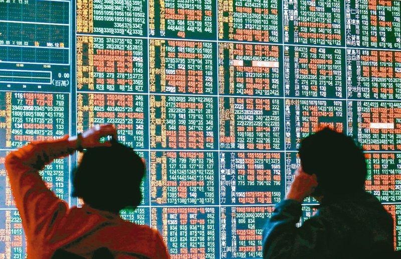 壽險業持有台股市值剩2兆804億元,市場推估,8月恐減碼台股超過300億元。(本報系資料庫)