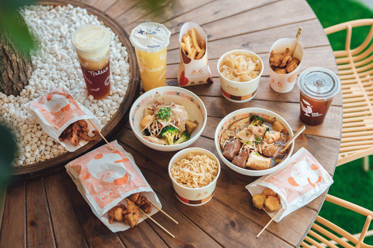 店內同時集結「繼光香香雞」、「湯.滷味」與「Tplus茶加」等3個旗下品牌,提供...