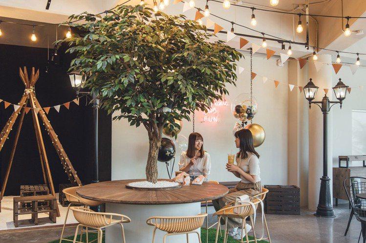 二樓設置有可愛的樹椅,增添用餐情調。圖/香繼光提供