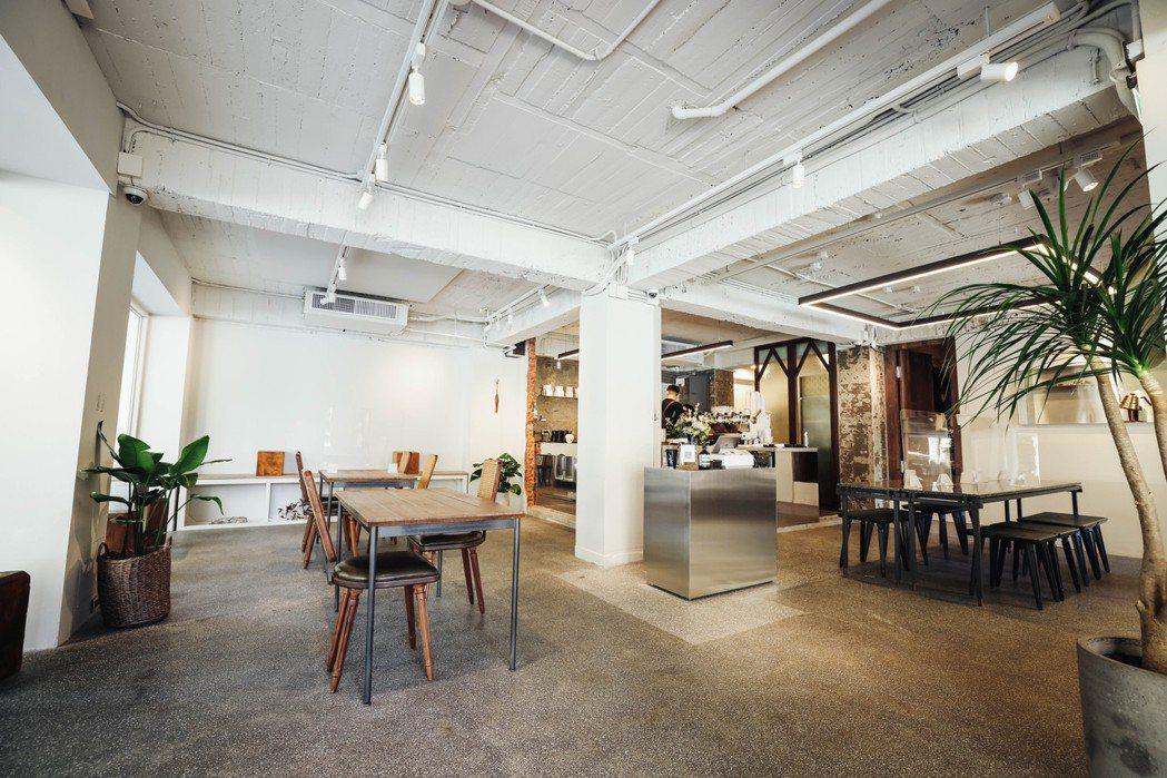 王策近日將復興南路的創始店搬遷至忠孝東路,改為通透的一層店面,期望能服務到每一位...