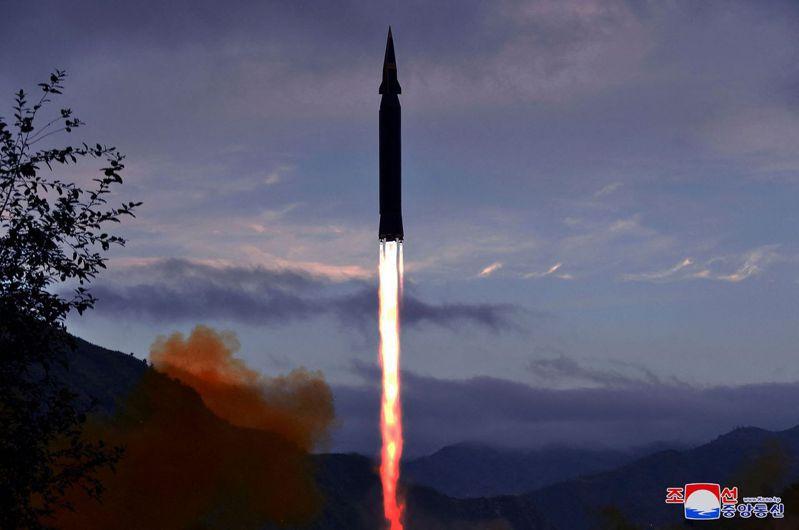 北韓當局29日表示,在前一天已經進行新開發的超高音速導彈的首次試射,該導彈在加強其自衛能力方面具有「戰略意義」。法新社