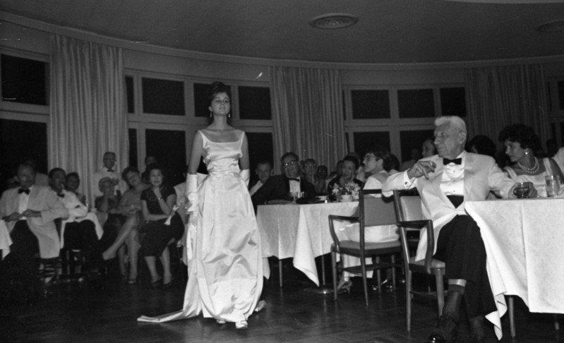 圓山俱樂部服裝秀,可以看到當時流行服飾,與名流社會的組成多為外籍人士。圖/聯合報系資料照片